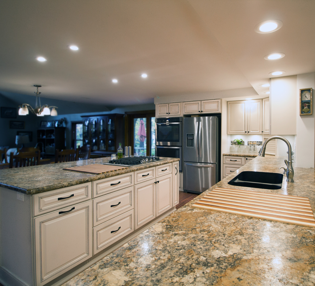 Kitchen_2_Custom_Cabinet_Island_Counter